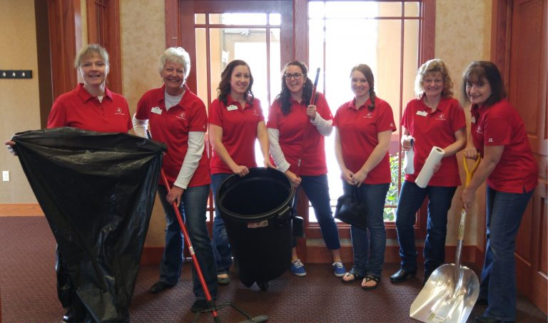 Horicon Bank employees working on Earth Day Clean Up